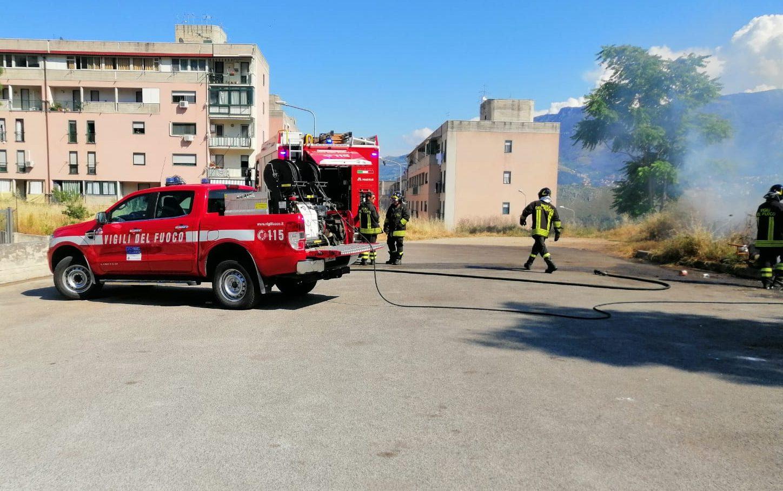 Monreale, fuochi d'artificio generano incendio, residenti evitano la tragedia (FOTO)